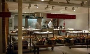 L'atelier des Chef, un restaurante en donde los comensales cocinan sus platos