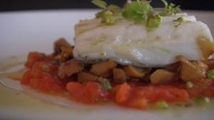Bacalao confitado con Rosiñol, Tomate y Aceite de Pistacho
