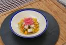 Ceviche de mero con mango, cebolla morada y cilantro