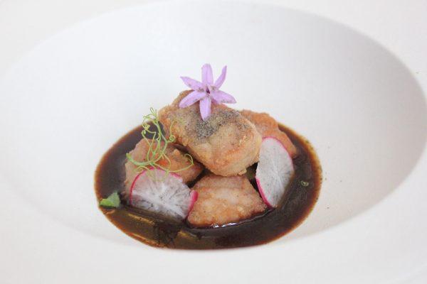 Cazuela de esturión de Riofrío con crema de patata y alma de caviar