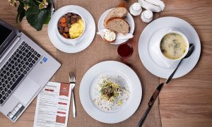 ¿Qué no puede faltar en la web de un restaurante?