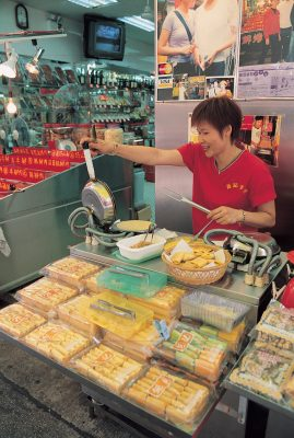 """Los puestos callejeros ofrecen desde """"eggs rolls"""" hasta bollos de pan"""