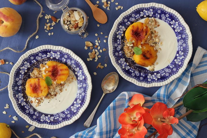 Yogur, Melocotones asados y Granola de Quinoa