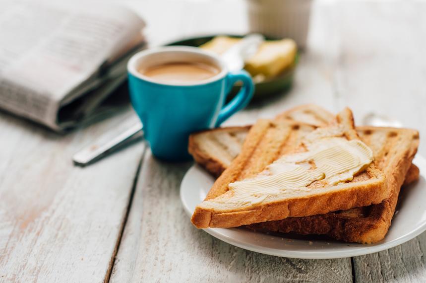 Los holandeses y portugueses desayunan pan tostado con mantequilla