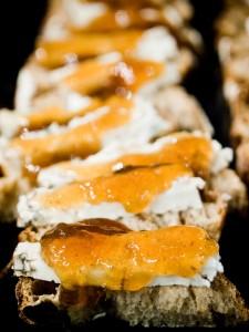 Con mermelada, la dulzura del pan.