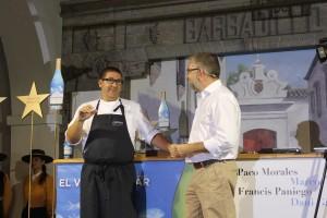 Dani García junto al periodista Pepe Ferrer durante la explicación de su plato marinero