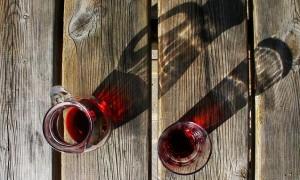¿Cómo abrir una botella de vino sin sacacorcho?