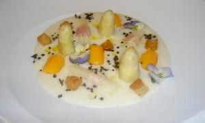 Menú de espárragos blancos en el restaurante Arola de BCN