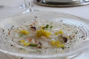 Carpaccio de Langosta, polvo de lima y perlas de Arbequina - TGJ