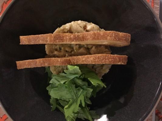 Escabeche de Pintada, brotes ácidos y tostadas