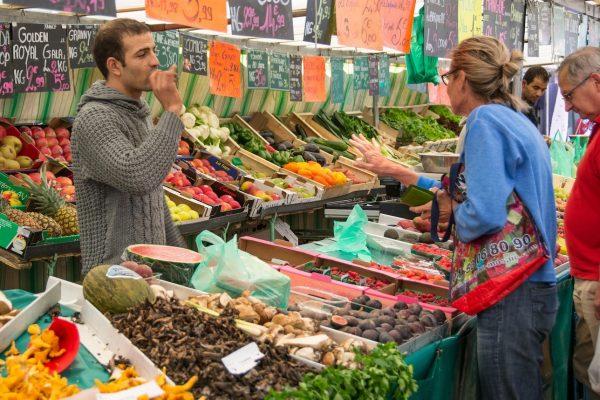 Mercados como el de La Boquería, en Barcelona, se han convertido en un reclamo para el turismo