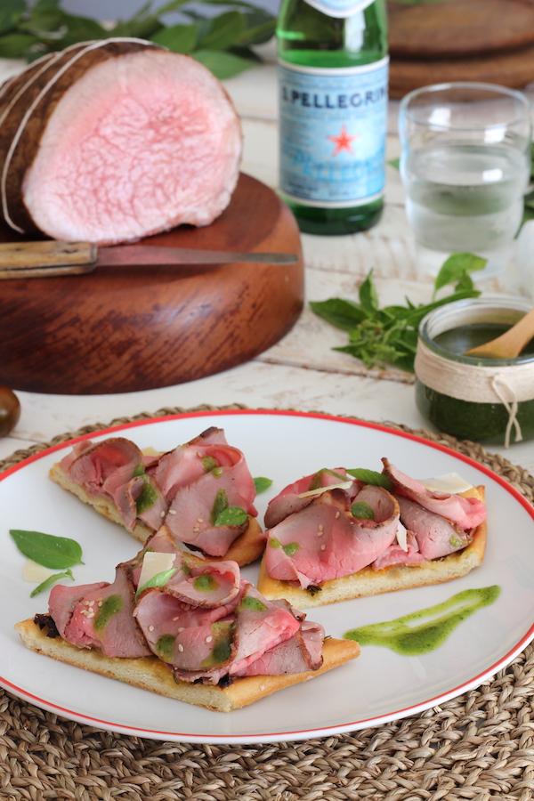 Focaccia de Roast Beef, Pesto de Hierbas aromáticas y Parmesano