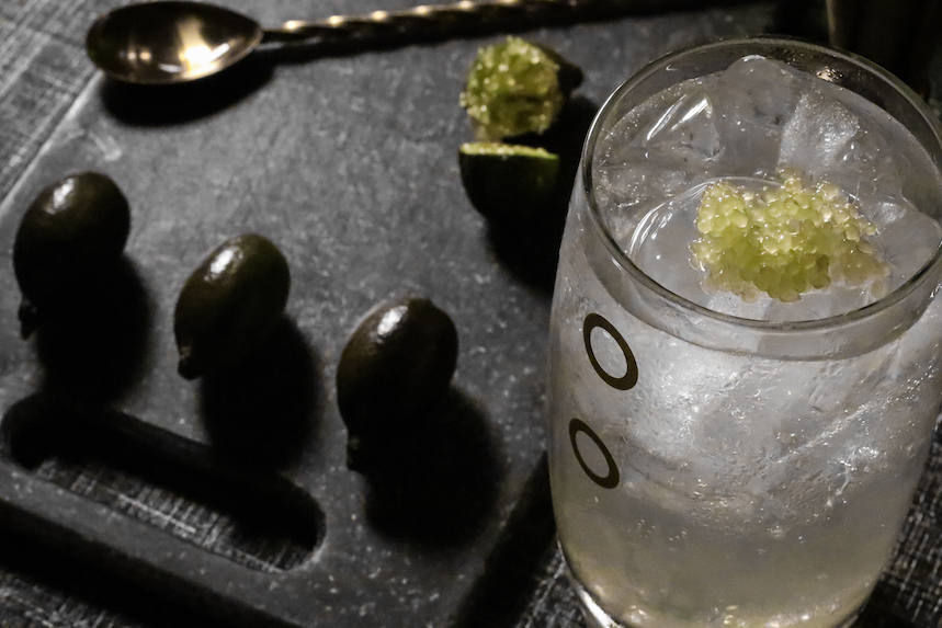 Gin tonic con caviar cítrico Osiris
