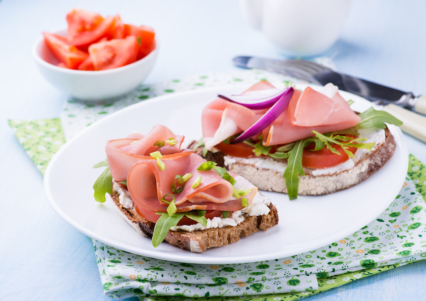 El desayuno alemán se basa en pan, embutidos y mermelada