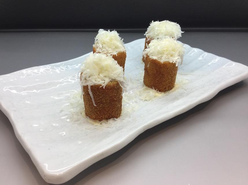Flamenquín ibérico de setas con queso semicurado de la sierra malagueña