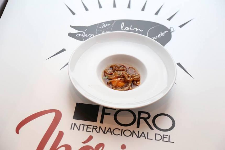 Tallarines ibéricos con sopa de cocido de Jorge Lozano