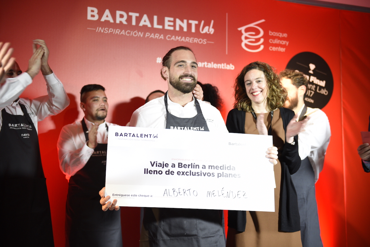 Alberto Meléndez, mejor camarero de 2017 | The Gourmet Journal ...
