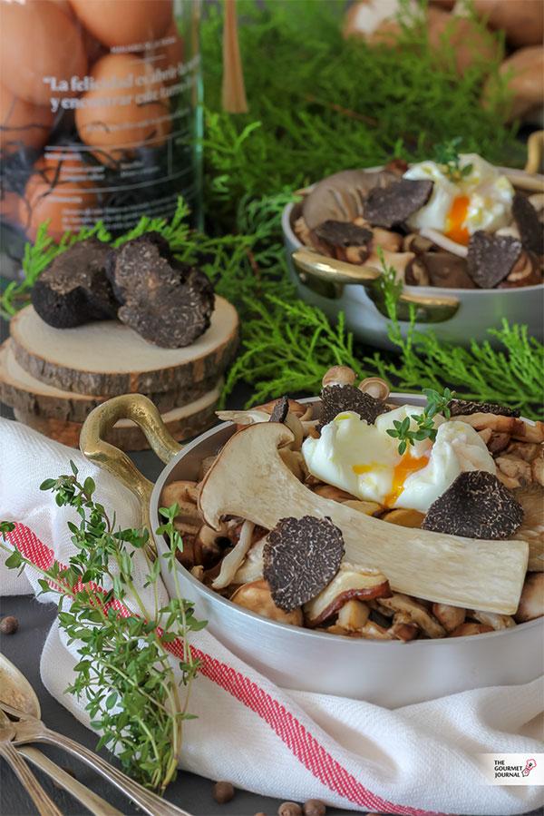 Setas, huevo y trufa