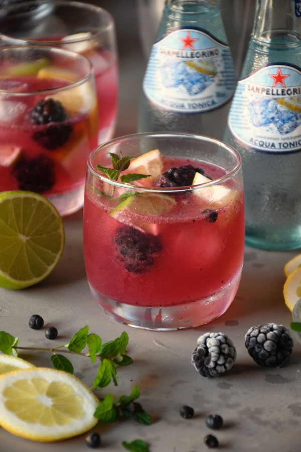 Cocktail de moras y tónica