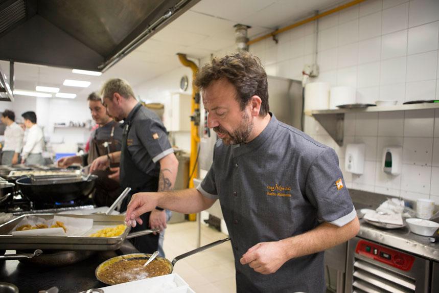 Nacho Manzano en las cocinas de Nineu