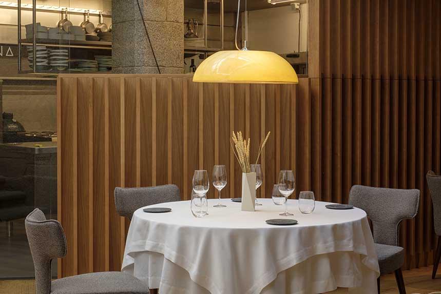 Interior del restaurante A Tafona. Foto: Ovidio Aldegunde